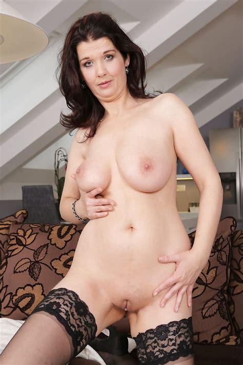Sexy Busty Mature Milf Fernanda Stocking Tease 40 Pics