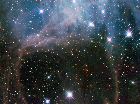 Hubble Space Telescope Spies Cluster Of Bright Stars