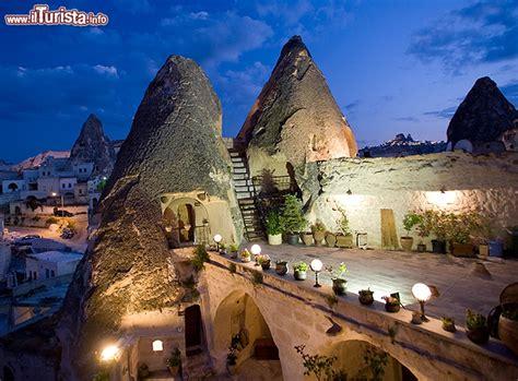 camini delle fate turchia cave hotel turchia kelebek dormire in una caverna ma con