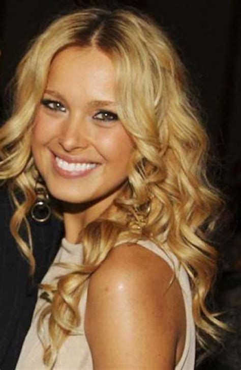 20 Long Curly Hairstyles for Round Faces Hairstyles Ideas