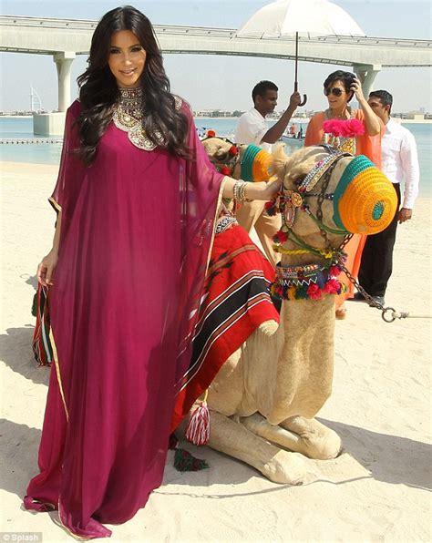 kaftan abu abu rides a camel in six inch platform