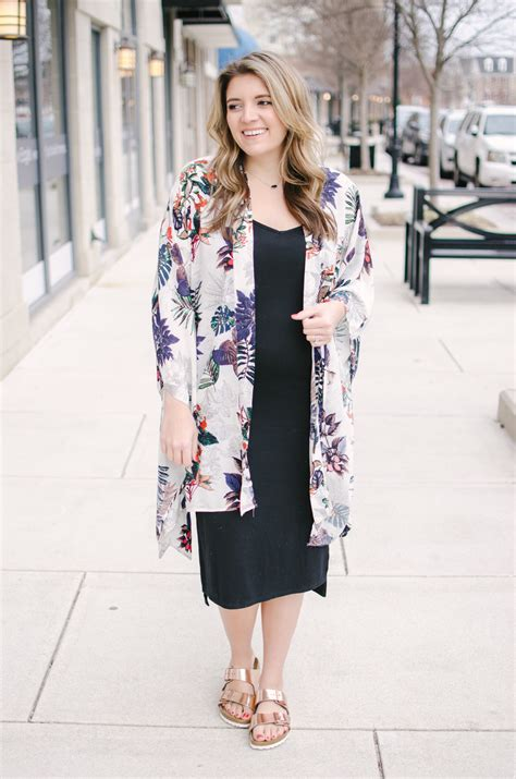 Maternity Kimono Outfit | By Lauren M