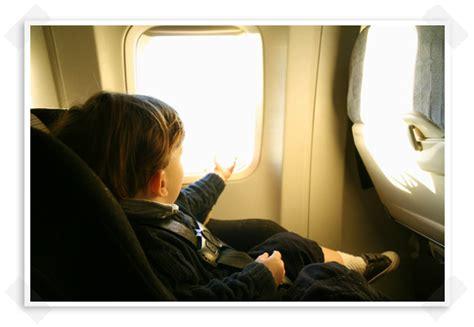 siege bebe avion voyager avec bébé en métro avion car en