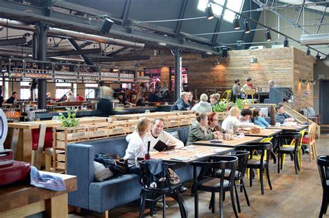 Bier und Stullen: Altes Mädchen in Hamburg