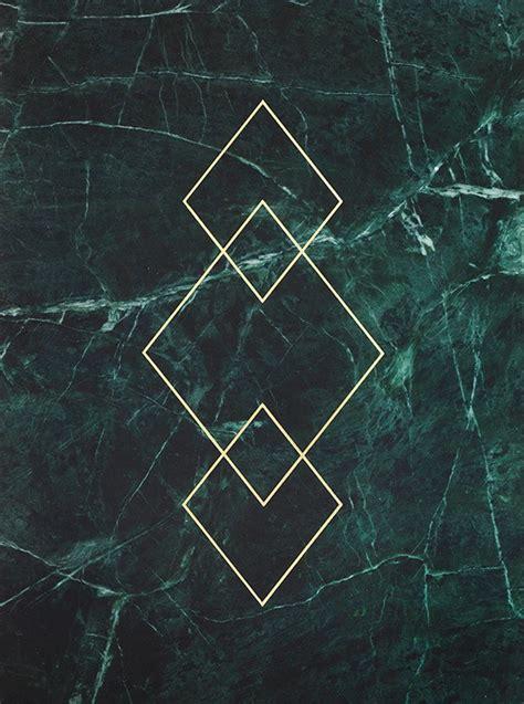 Goldposter Mit Dreiecken Auf Grünem Marmor