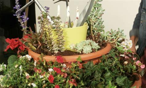 vasi da giardino fai da te porta attrezzi da giardino fai da te un vaso fiorito per