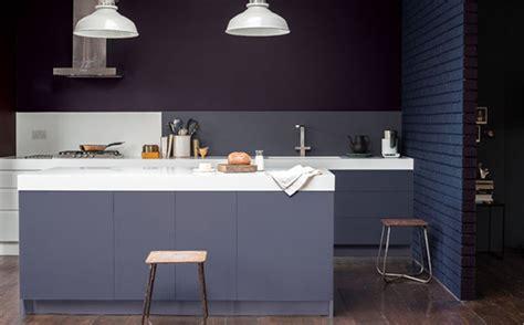 peindre sa cuisine peindre une cuisine en mélaminé en gris shake my