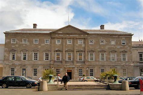 un avocat musulman veulent le drapeau de l islam sur le parlement irlandais bureau audiovisuel