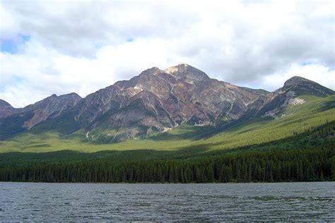 Pyramid Lake Alberta Wikipedia