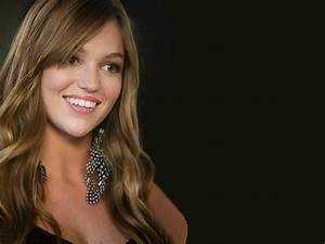 Lili Simmons Pics | Full HD Pictures
