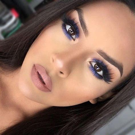ideas de maquillaje  delineador  sombra azul