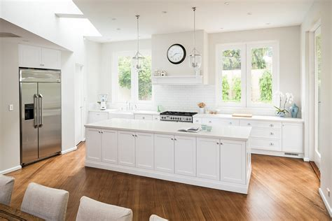 Modern & Luxury Kitchens In Melbourne  Call 03 9882 4103