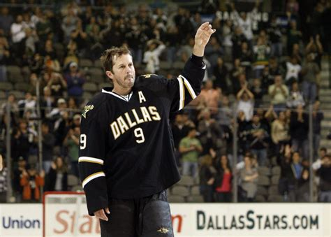 Mike Modano married in Sunday-night service to golfer ...