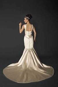 The elegance of wedding dresses with buttons down the back for Wedding dress buttons down back