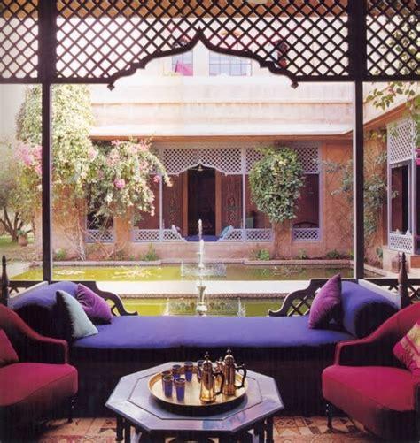 cuisine marocaine le canapé marocain qui va bien avec votre salon archzine fr