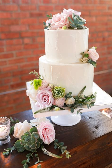 simple  tier wedding cake  roses
