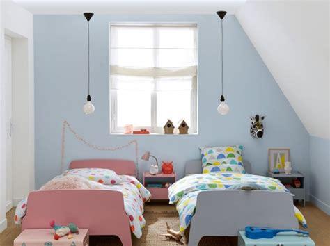 chambre sous les toits décorer une chambre d 39 enfant mansardée joli place