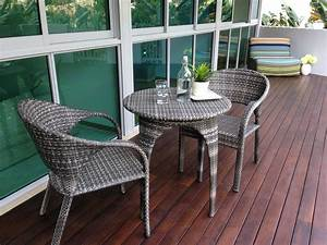 Apartment balcony furniture homesfeed for Apartment balcony furniture