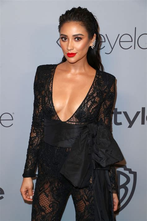 shay mitchell instyle  warner bros golden globes   party