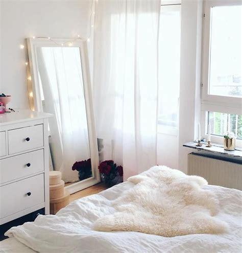 miroir dans chambre a coucher cocooners by lusseo s 233 lection de miroirs trop canon pour la chambre