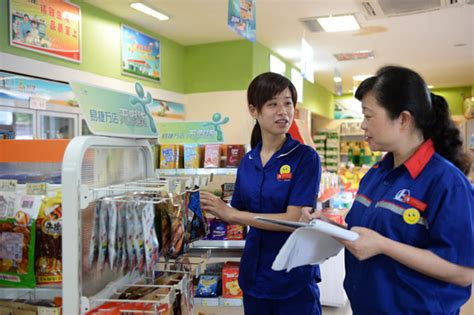 employees stack items   easyjoy convenience store