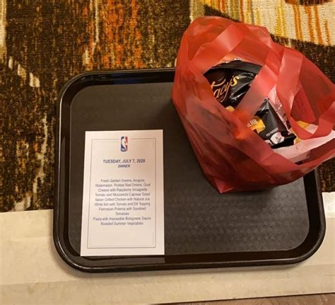 Troy Daniels Shows What NBA Players Are Eating At Disney ...