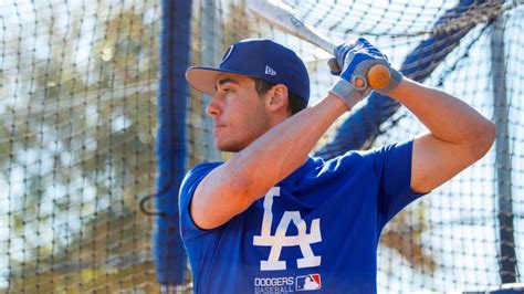 swing dodgers cody bellinger shows  hes