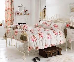 parure de lit creant une ambiance coloree et printaniere With chambre bébé design avec fleur de bach sommeil