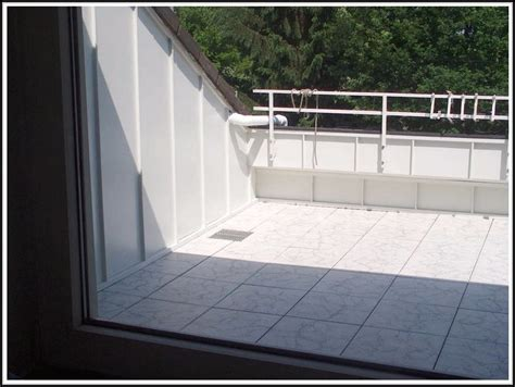 Was Kann Auf Dem Balkon Verlegen by Balkon Verlegen Holzfliesen Verlegen Balkon Vorbereiten