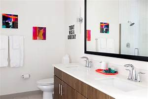 Neutral, Bathroom, With, Pops, Of, Color