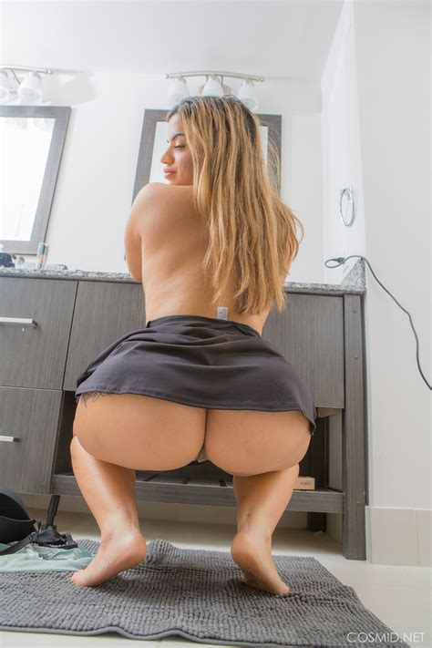 blonde hot fatty in sohrt dress bares huge boobs and squats for naked upskirt