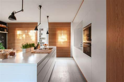 cuisines encastr馥s cuisine bois et blanc dans un appartement en 25 idées
