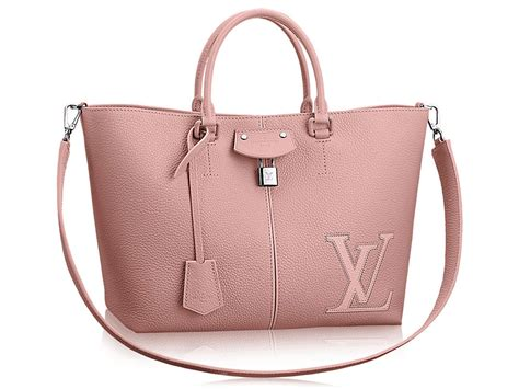 louis vuitton pernelle tote  great  big bag lovers  frequent travelers alike
