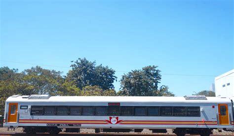 inilah kereta api ekonomi premium class kereta