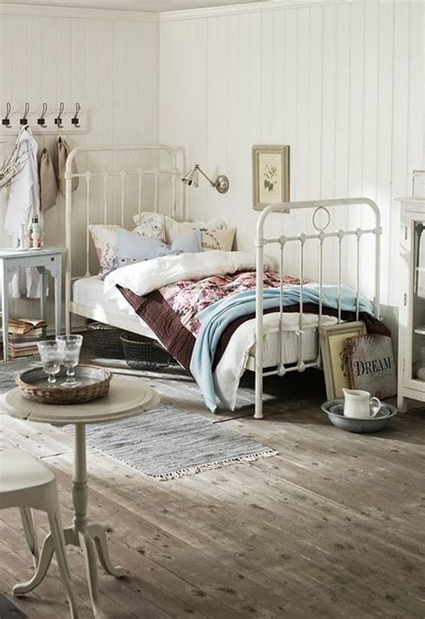 Shabby Chic Metal Headboard by 65 Cozy Rustic Bedroom Design Ideas Digsdigs