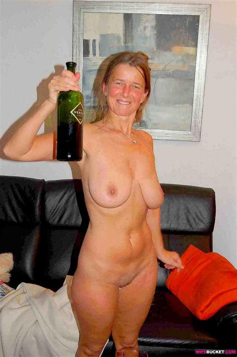 Funny Nudes From An Older Amateur Woman