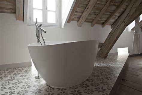 baignoire chambre la baignoire bains originaux et luxueux lm design