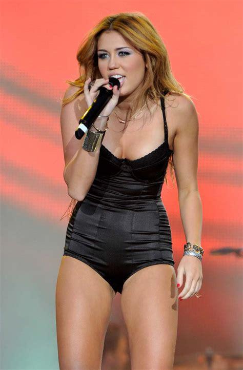 bikini celebrities miley cyrus  stage show performance