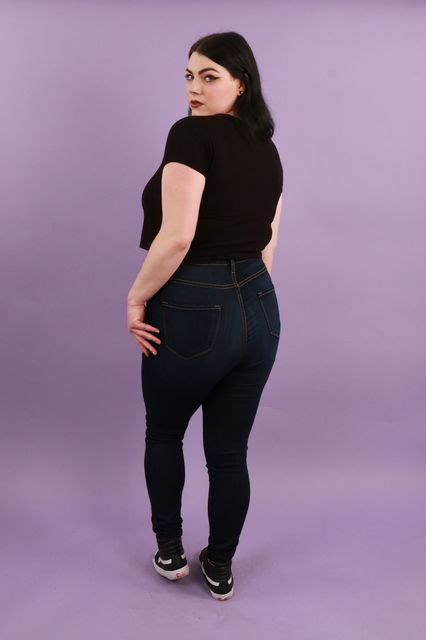 heres  fashion nova jeans  fit   size body