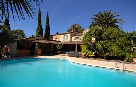 chambre d hote var piscine chambres d 39 hôtes la londe var 83 avec piscine château