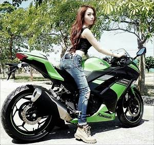 Little asian beauty on the small Kawasaki Ninja 300 that ...
