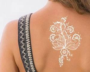 Weißes Henna Tattoo : best 25 henna butterfly ideas on pinterest hena designs simple henna designs and henna hand ~ Frokenaadalensverden.com Haus und Dekorationen