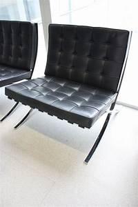 banquette avec garniture en cuir noir capitonne reposant With banquette en cuir design