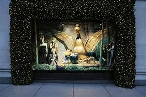 Holiday window displays: A list of the top festive shop ...