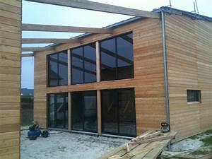 Maison individuelle à étage, avec bardage naturel et grande baie vitrée : nos realisations