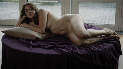 Francesca nackt Fowler Chloe Vevrier