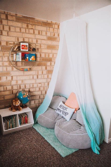 Reading Nook For Bedroom by 25 Canopy Reading Nook Inspiration For Small Room