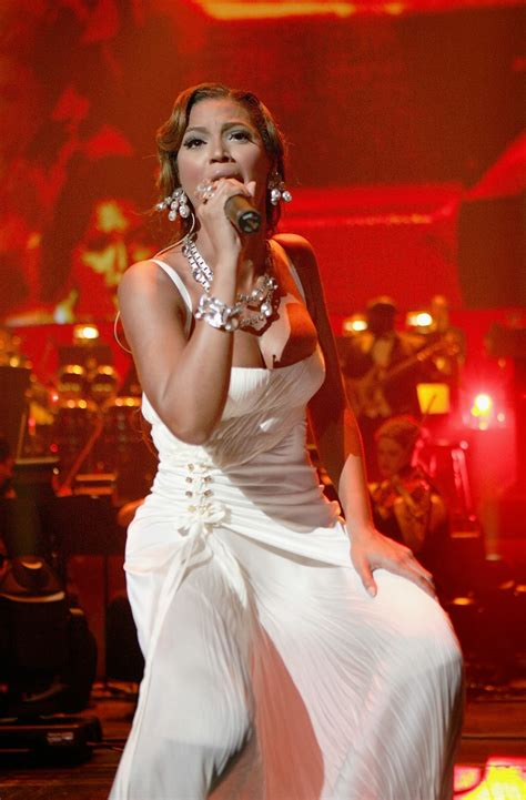 Live on Stage: Beyonce - Performing at Jay-Zs Concert in ...