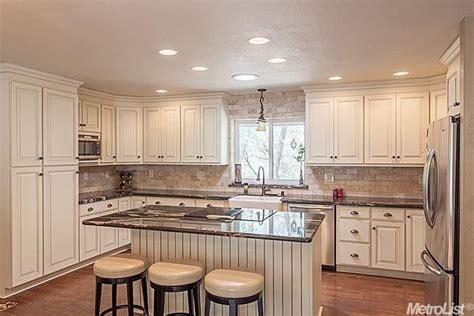 traditional kitchen  raised panel limestone tile