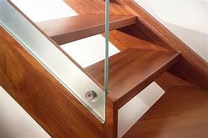 Scale a fascia in legno con gradini